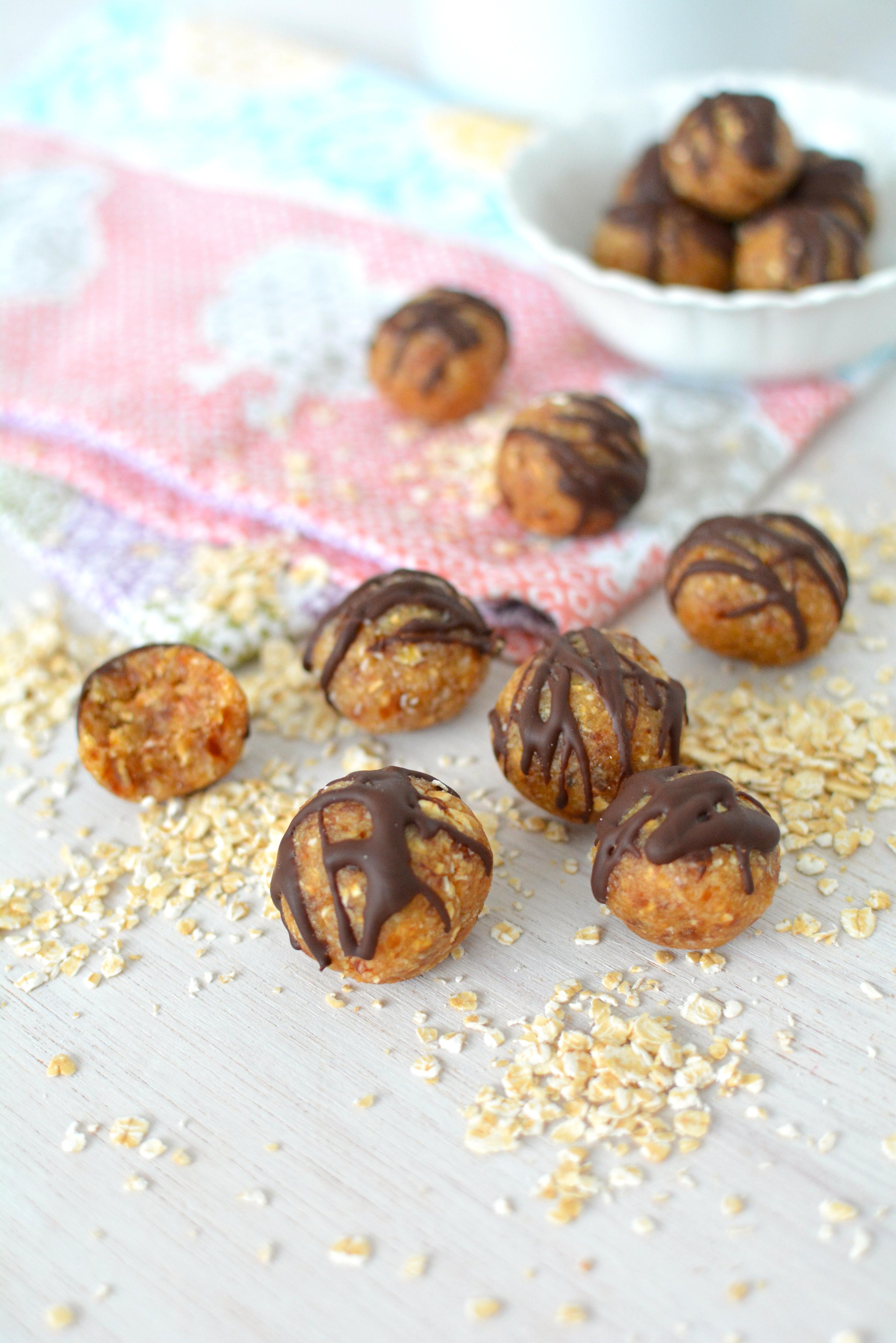 Almond Oat Bites